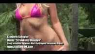 video Sexy Kimberly Schuyler Posing İn A Bikini For Jm M